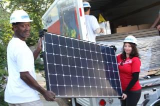 Жителям штата Калифорния, уровень достатка которых – ниже среднего, бесплатно установят солнечные панели