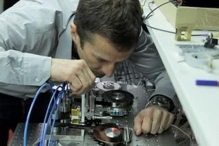 Ученые записали на кассету с магнитной лентой 220 терабайт информации