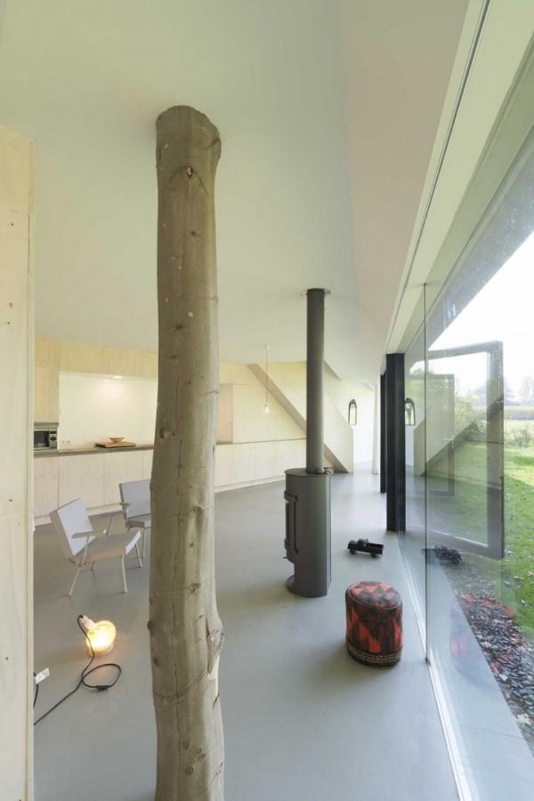 Коттедж со стеклянной стеной