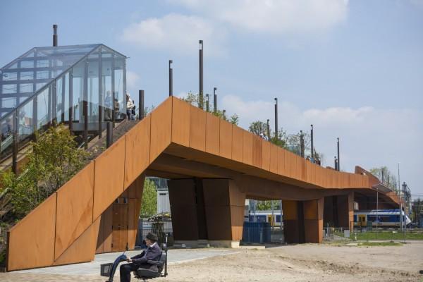 Энергоположительный мост для пешеходов и велосипедистов