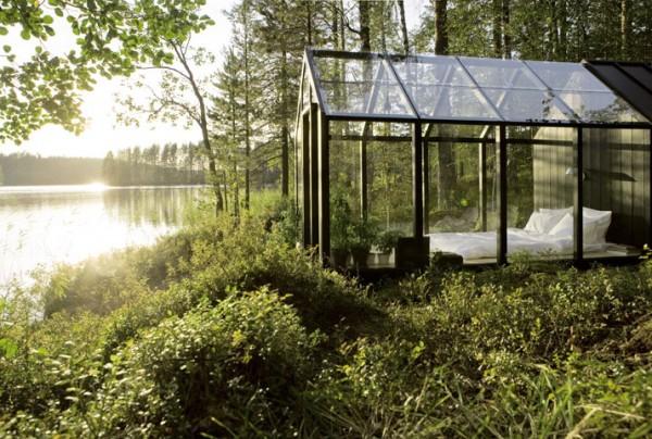 Спальня-оранжерея в лесу