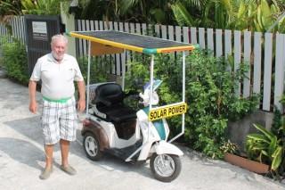 Изобретатель из Таиланда улучшил характеристики электроскутера за счет солнечной батареи