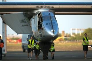 Поломка батарей откладывает кругосветный перелет Solar Impulse 2 почти на один год