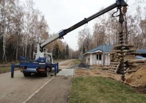 Автобуровая — необходимая техника при строительстве экодома